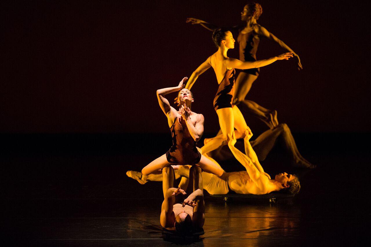 momix dancers dazzle