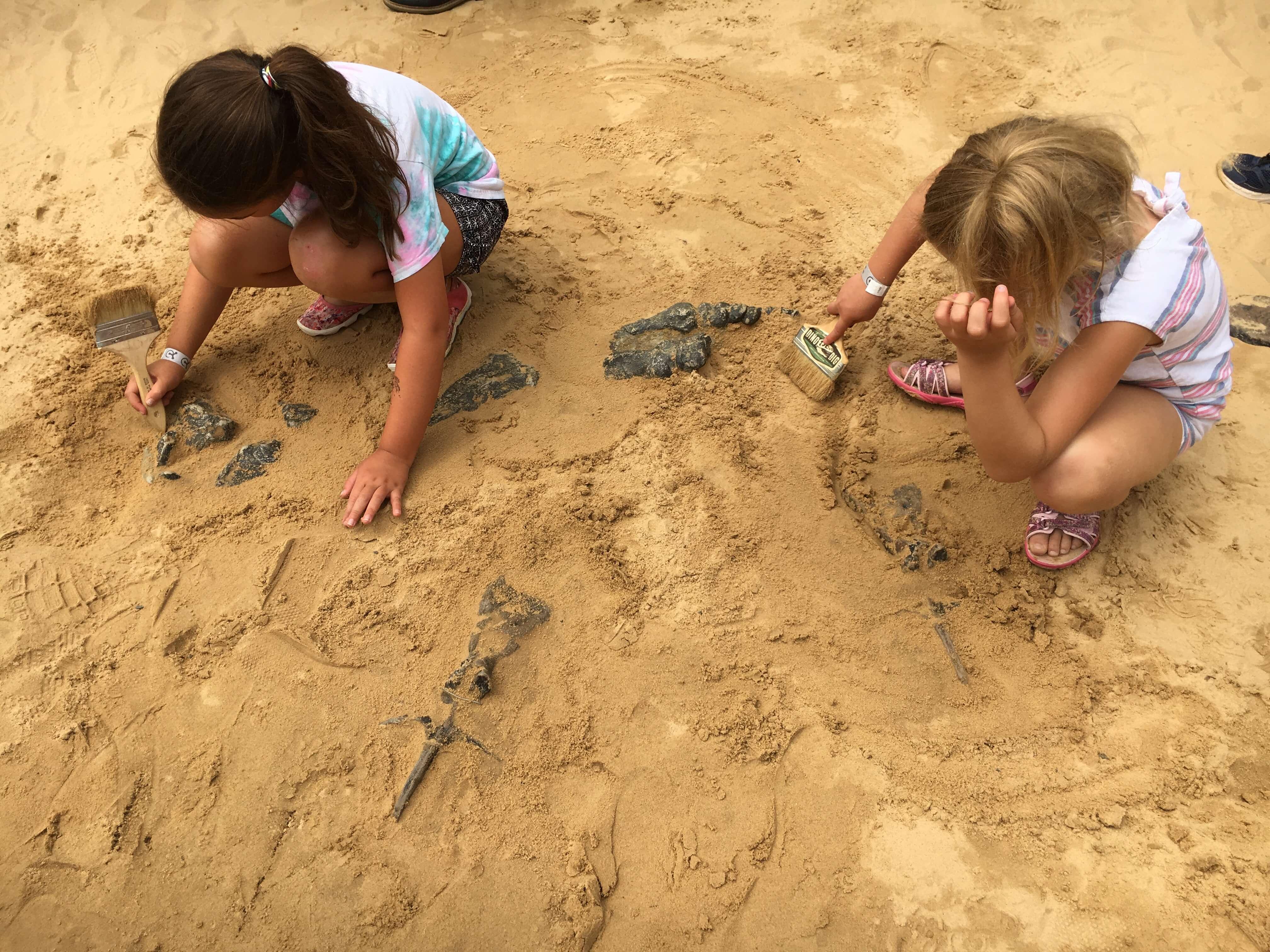 kids digging fun dino days of summer