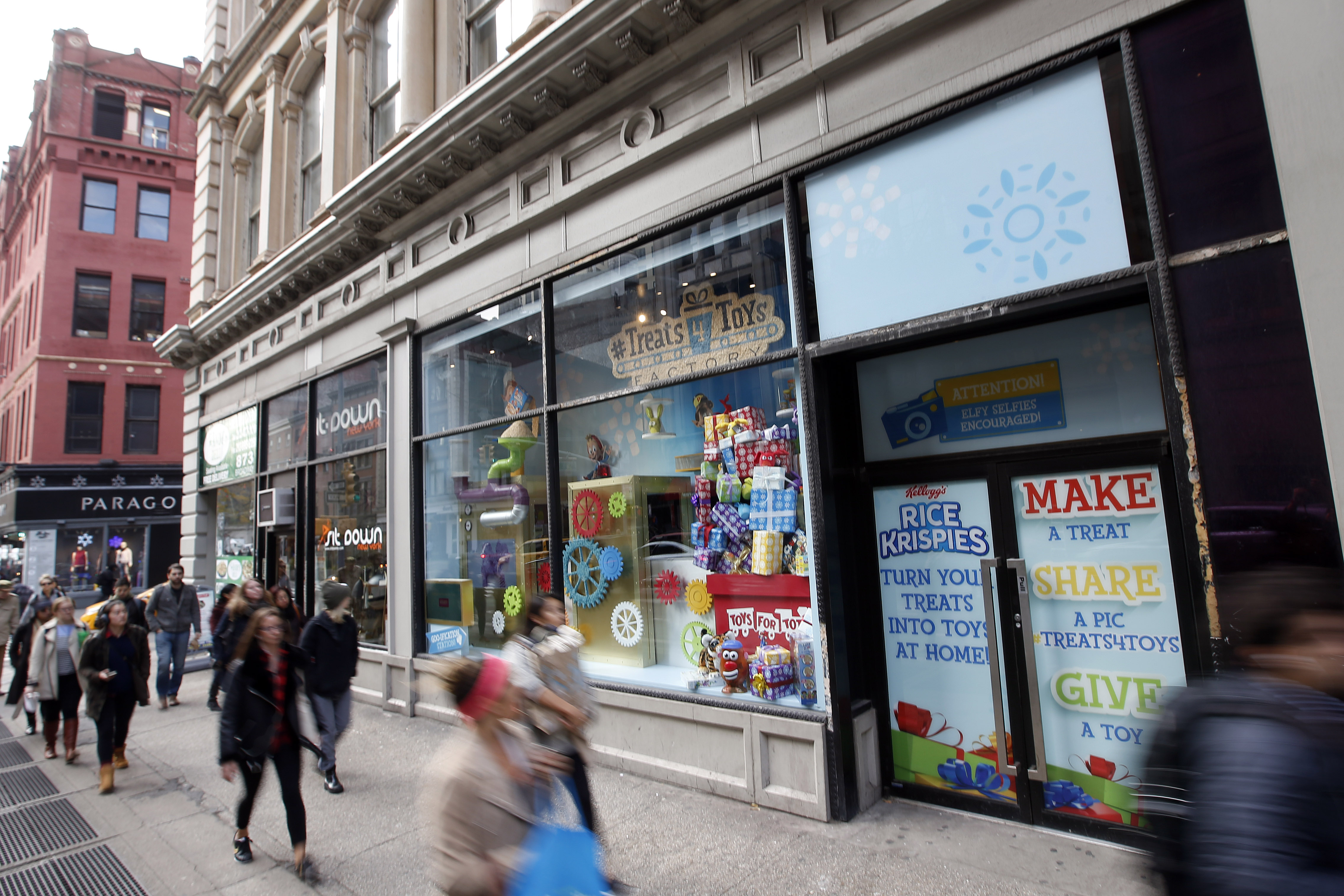 Kellogg's Rice Krispies Treats 4 Toys Holiday Window