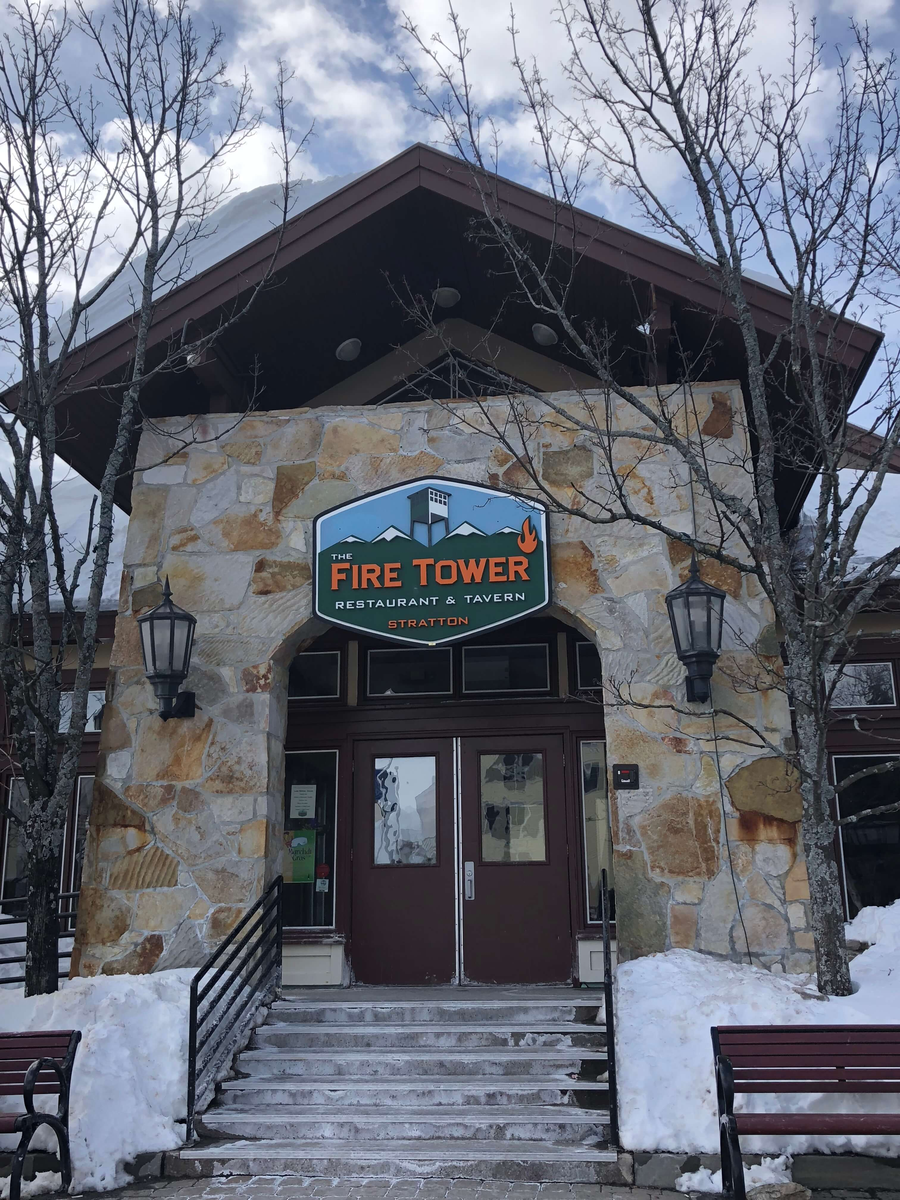The Fire Tower Restaurant and Tavern: Delicious Food and Drink Options for Après Ski
